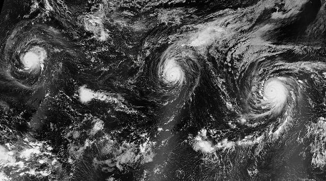 """La temporada de huracanes en el Pacífico del 2015 fue excepcionalmente intensa. """"Kilo, Ignacio and Jimena 2015-08-30 0930Z"""" by NASA Earth Observatory image by Jesse Allen."""